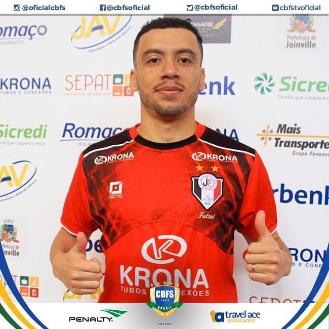 Фернандиньо игрок в мини футбол